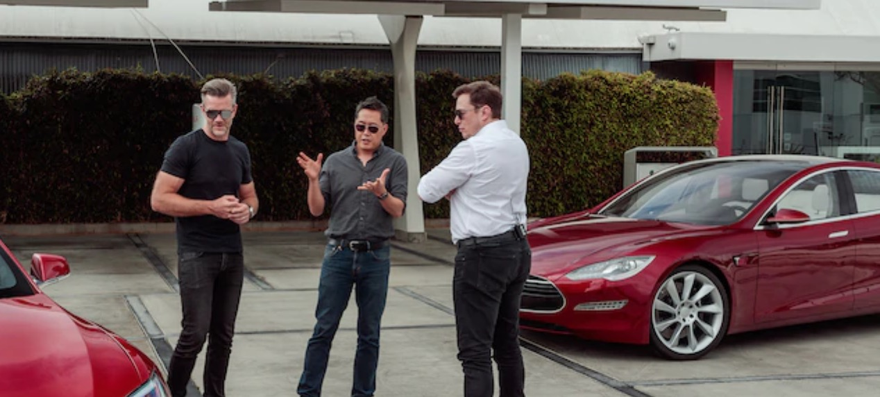 Elon Musk explains why auto industry hasn't caught up with Tesla