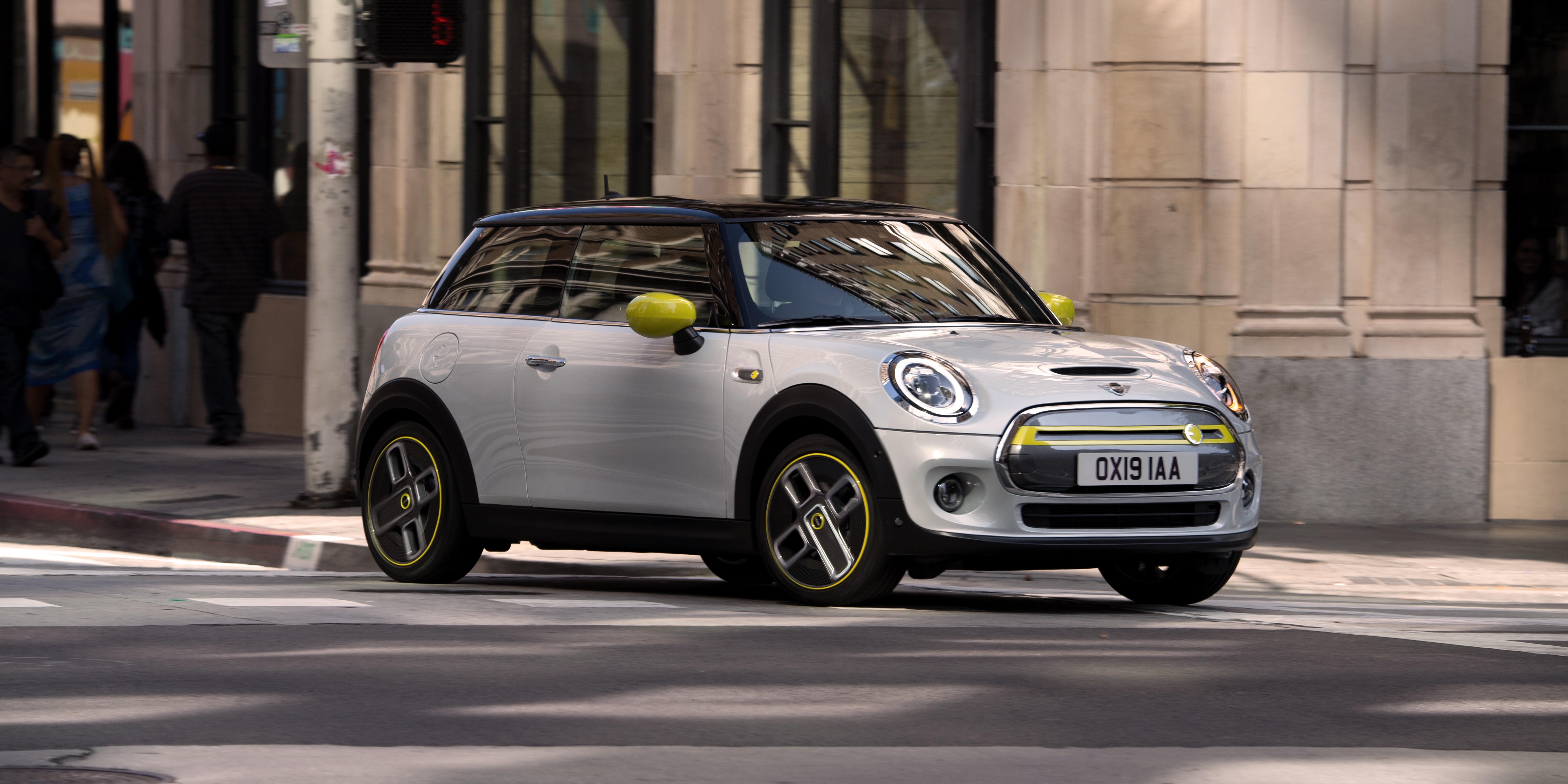 BMW received over 45,000 reservations for the new all-electric Mini Cooper SE - Electrek