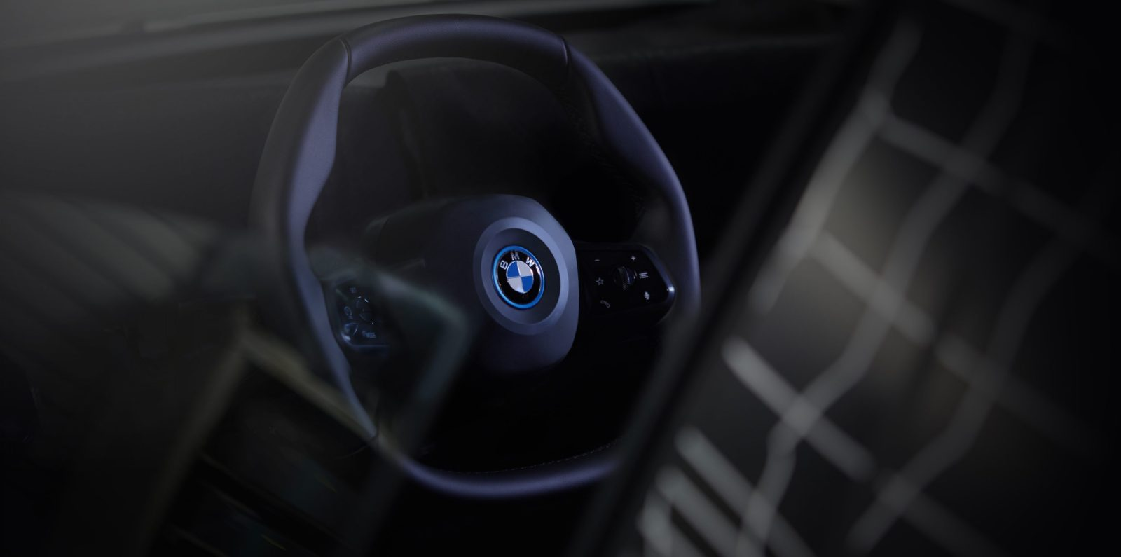 BMW iNEXT polygonal steering wheel made to transition from automated to active driving