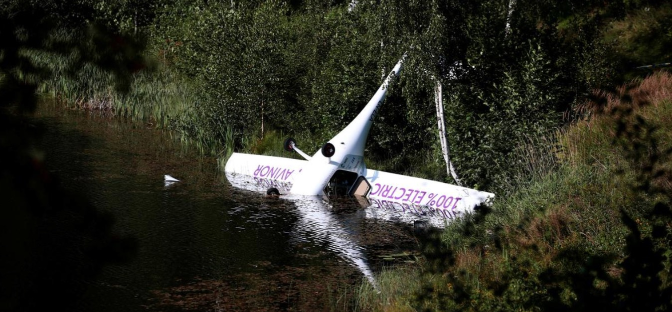 Electric plane crash-lands into lake in another setback for electric flight