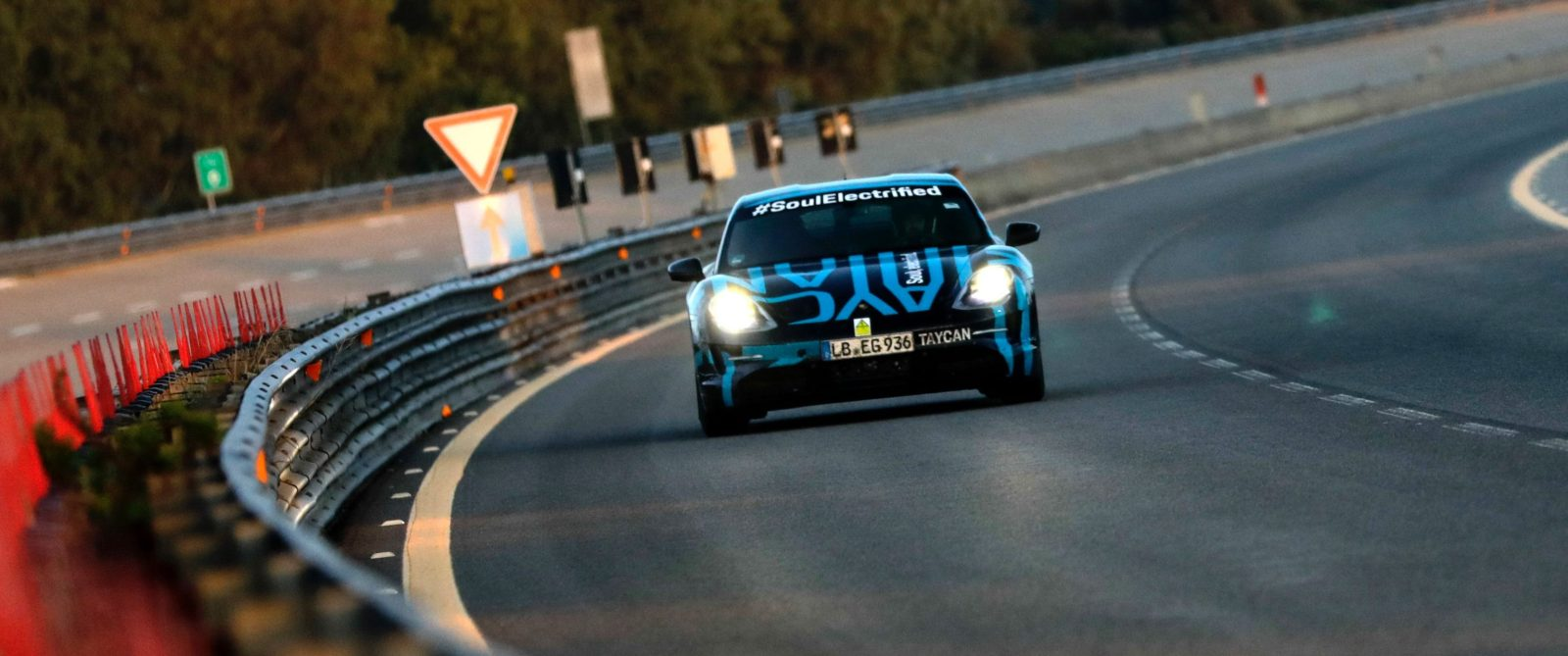 Porsche drives Taycan electric car at high speed for 3,425 km (2,128 miles) in 24 hr endurance test
