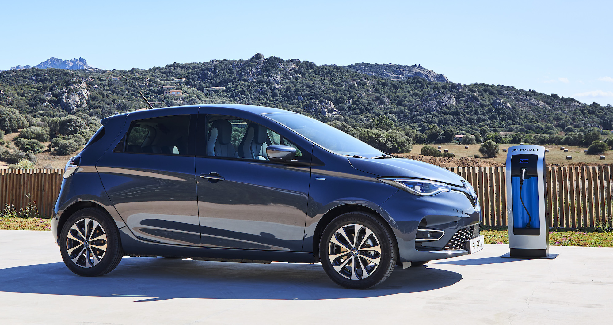 Renault Zoe electric car sales surge, becoming one of the brand's best-selling cars - Electrek
