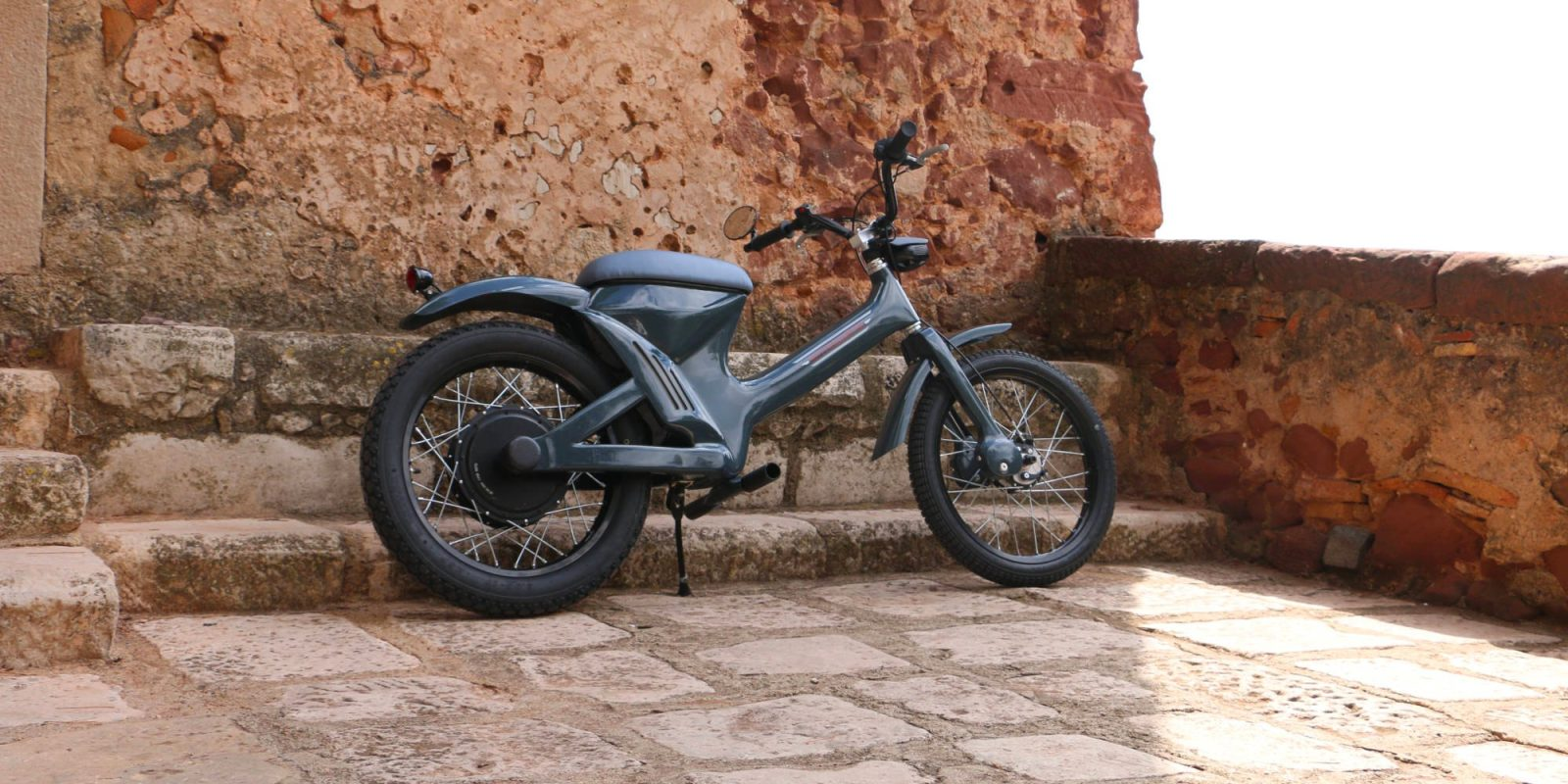 Rottwellmeyer Otto electric moped offers 60's style and 38