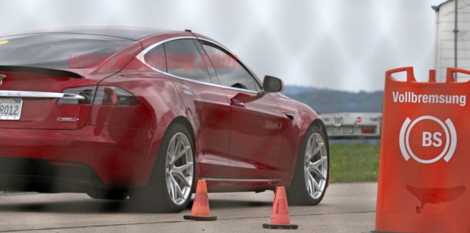 Elon Musk says Tesla's new Model S prototype is a 7 seater