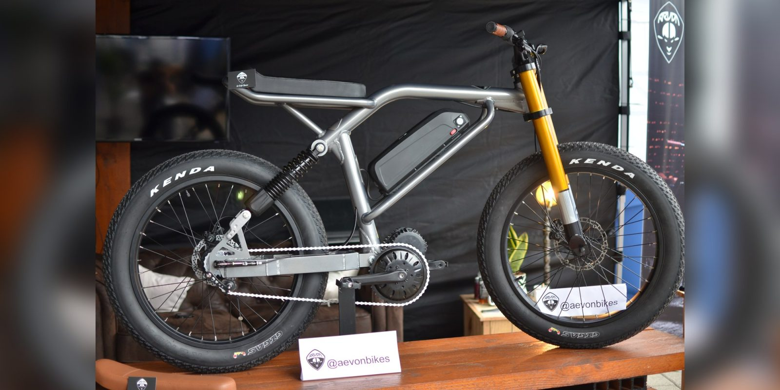 Aevon shows off Le Cafe Racer 31 mph (50 km/h) electric bicycle at Eurobike