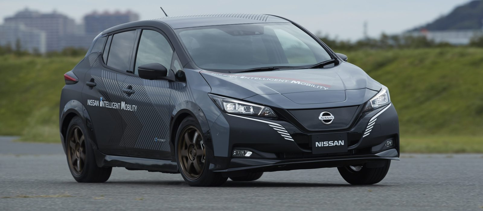 Awd Electric Car >> Nissan Has A Dual Motor Awd Electric Leaf But You Can T Buy