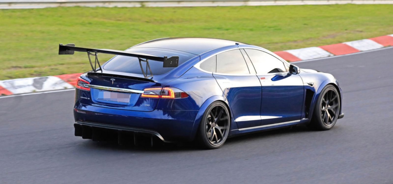 Tesla Model S Plaid prototype reportedly crashed on race track, new spoiler spotted