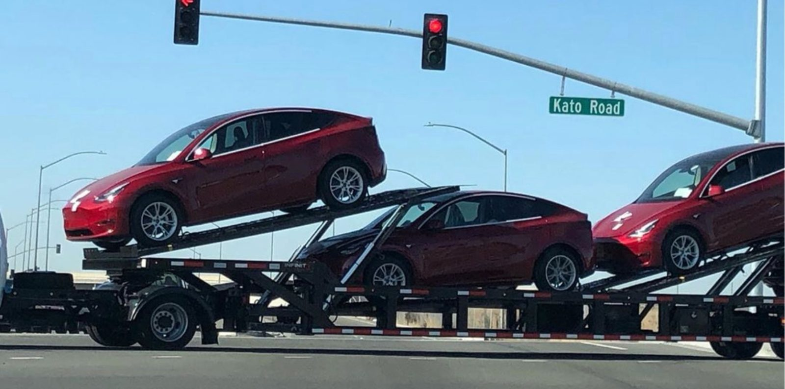 Tesla Model Y vehicles with new wheels spotted on carrier near factory