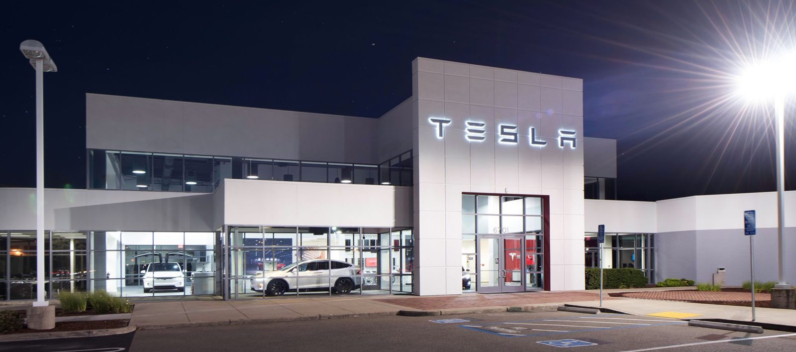 Tesla ends sale commission, increases salaries and stock bonus after compensation cut