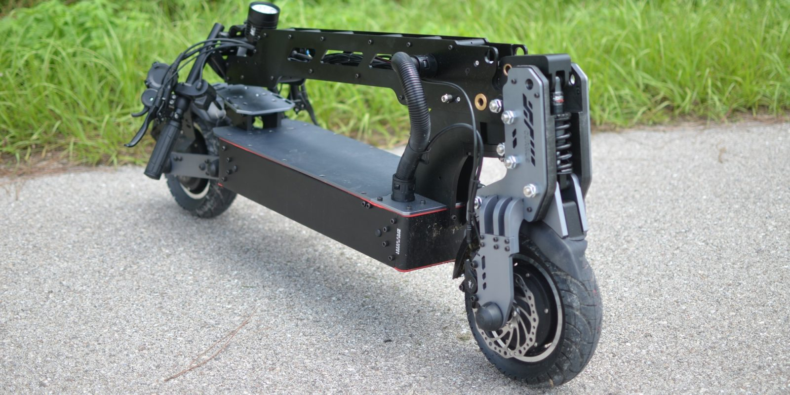 Review: The 43 MPH Currus NF electric scooter is built like a transformer tank