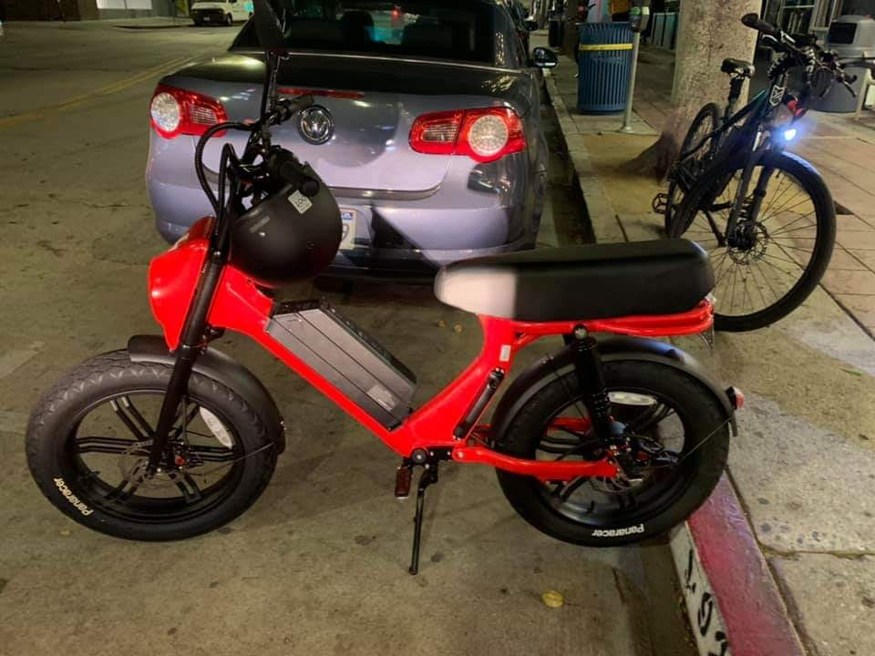 Scoot cruiser electric moped