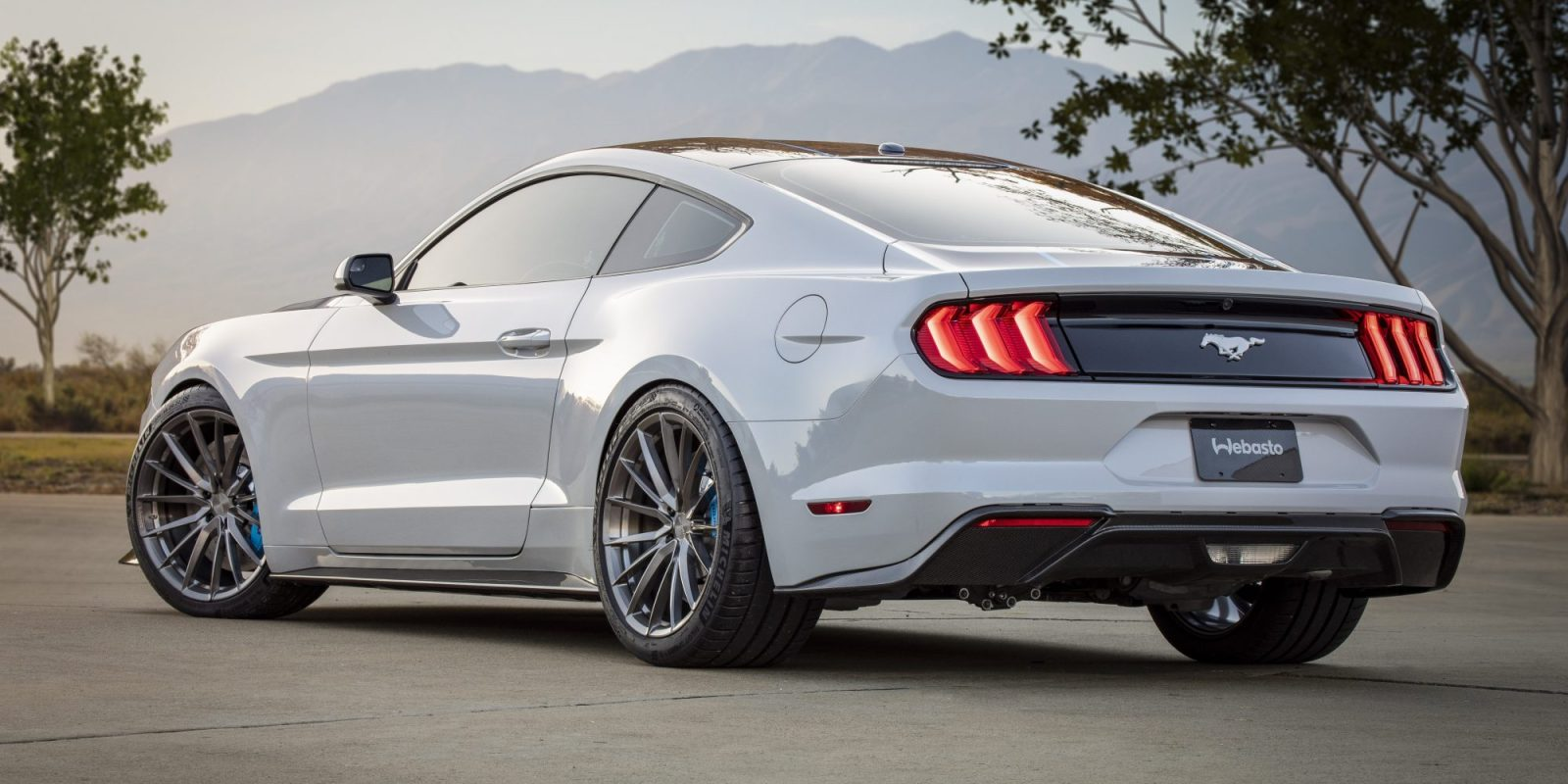 Ford reveals all-electric 'Mustang Lithium' with 900hp at SEMA