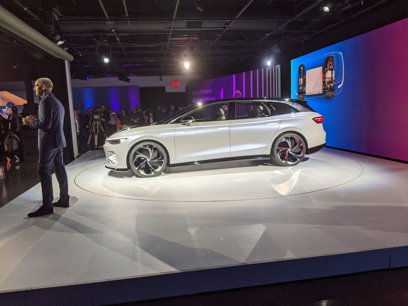 Volkswagen rolls out the 2022 ID Space Vizzion, its gazzionlith EV concept