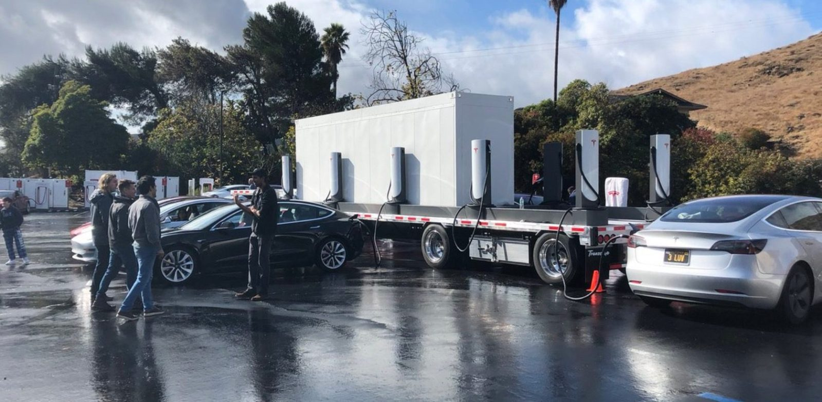 Tesla deploys new mobile Supercharger powered by Megapack instead of diesel generators