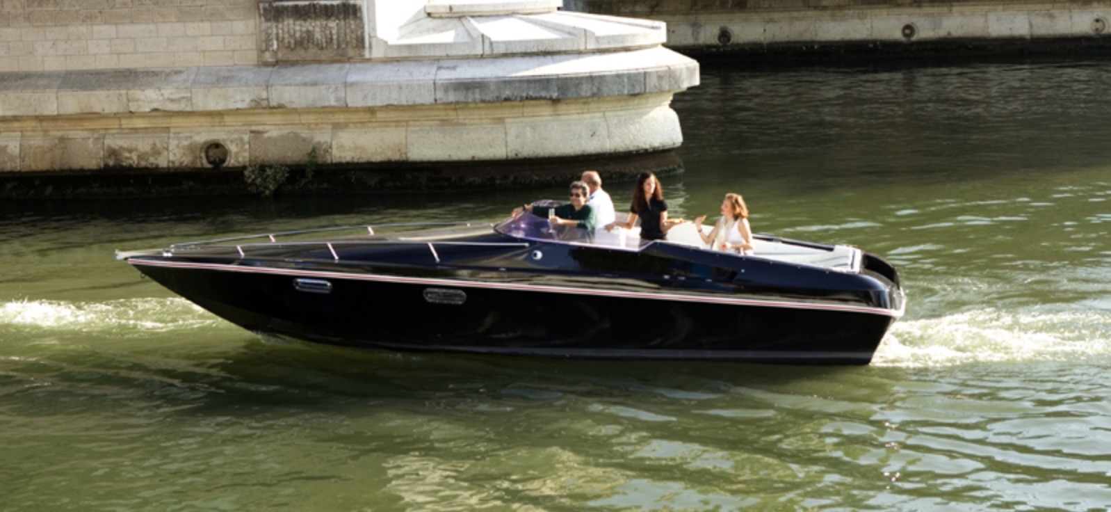 Electric boat with used Renault Zoe battery packs launches in Paris