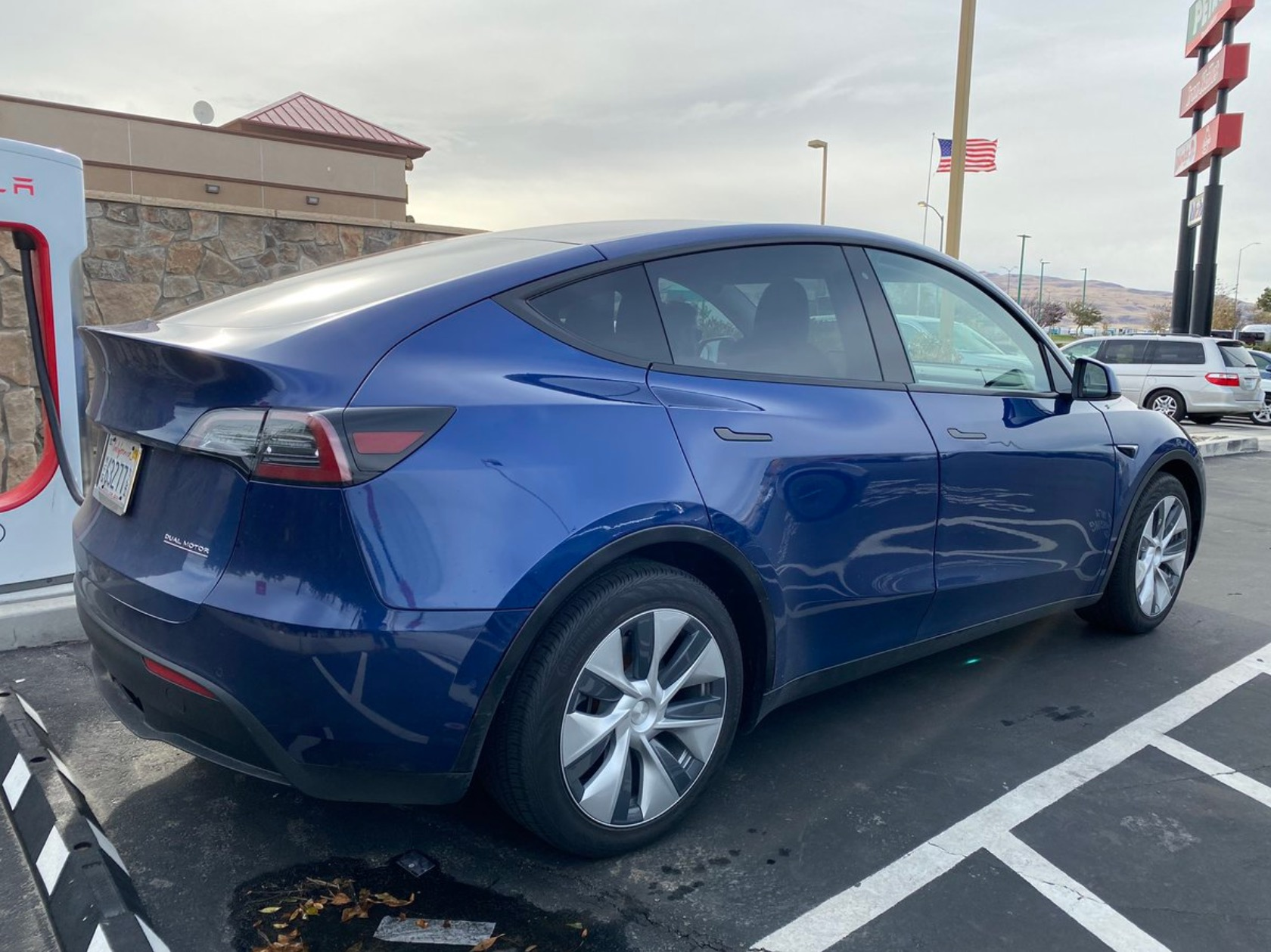 Tesla Model Y prototype spotted with tow hitch - Electrek