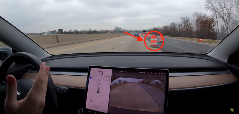 Watch Tesla Autopilot avoid object in the road flawlessly in construction zone - Electrek