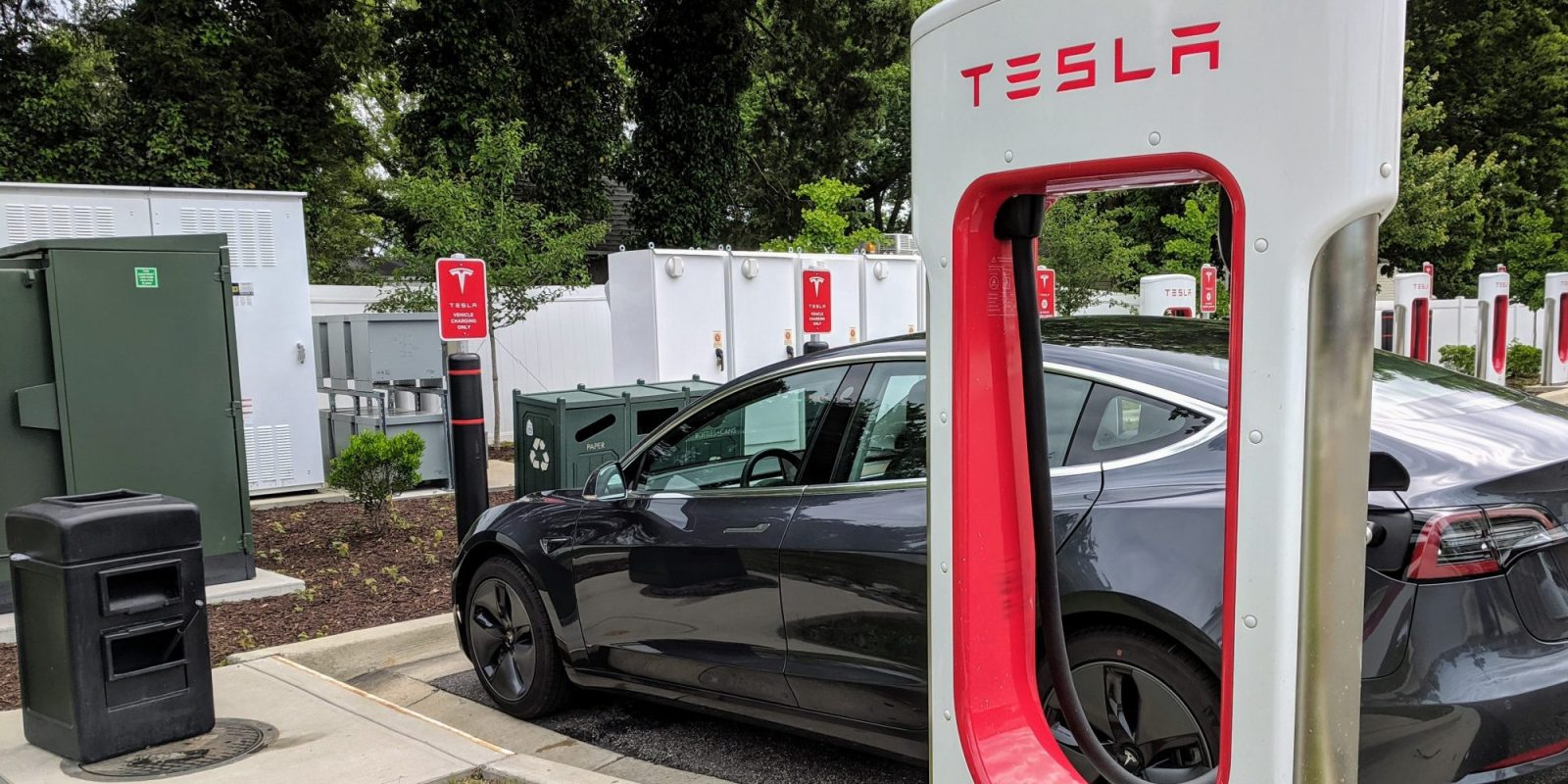 California bans per-minute billing; Tesla Superchargers will need displays