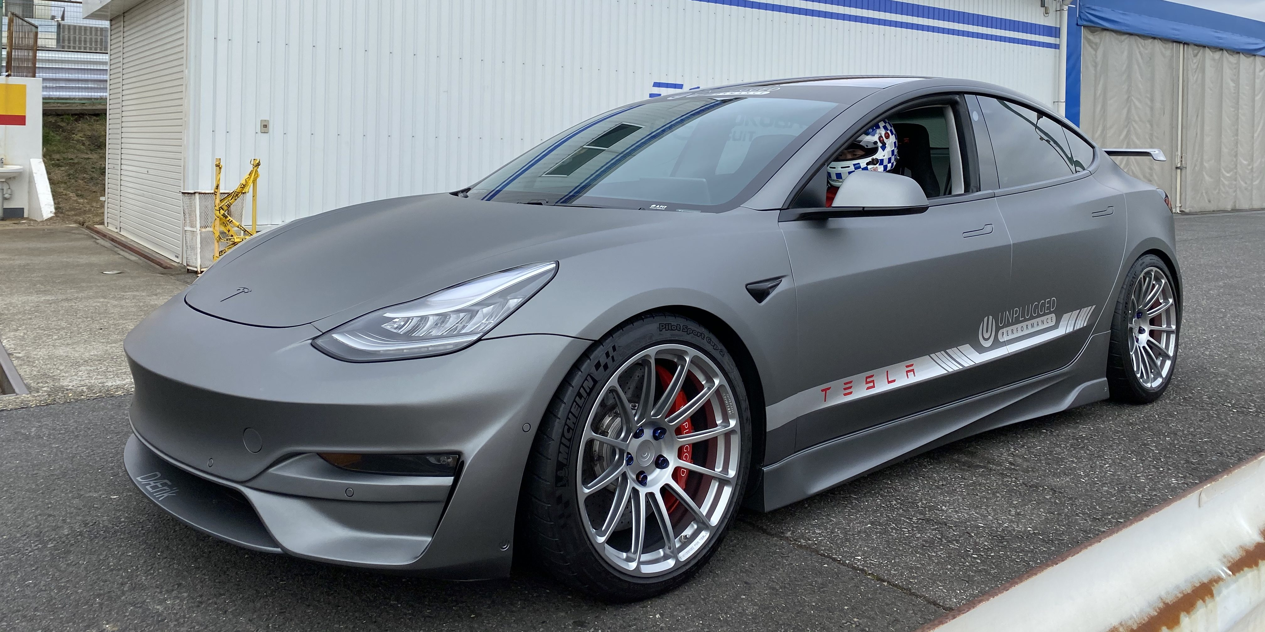 Tesla Model 3 with mods achieves competitive lap with McLaren F1 on famous racetrack - Electrek