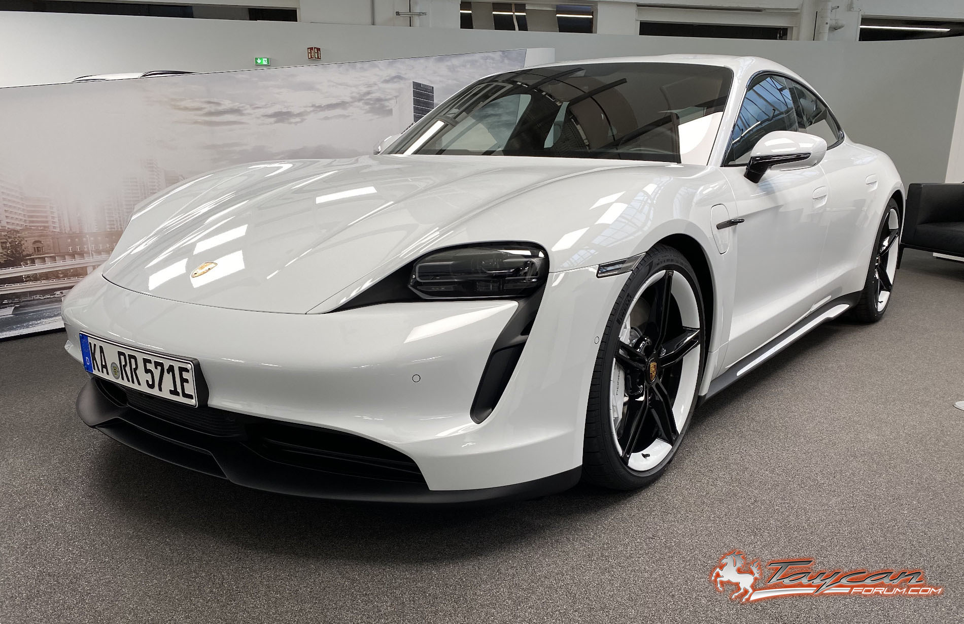 Porsche Delivers First Taycan 4s The Less Expensive Version Of Its First Electric Car Electrek