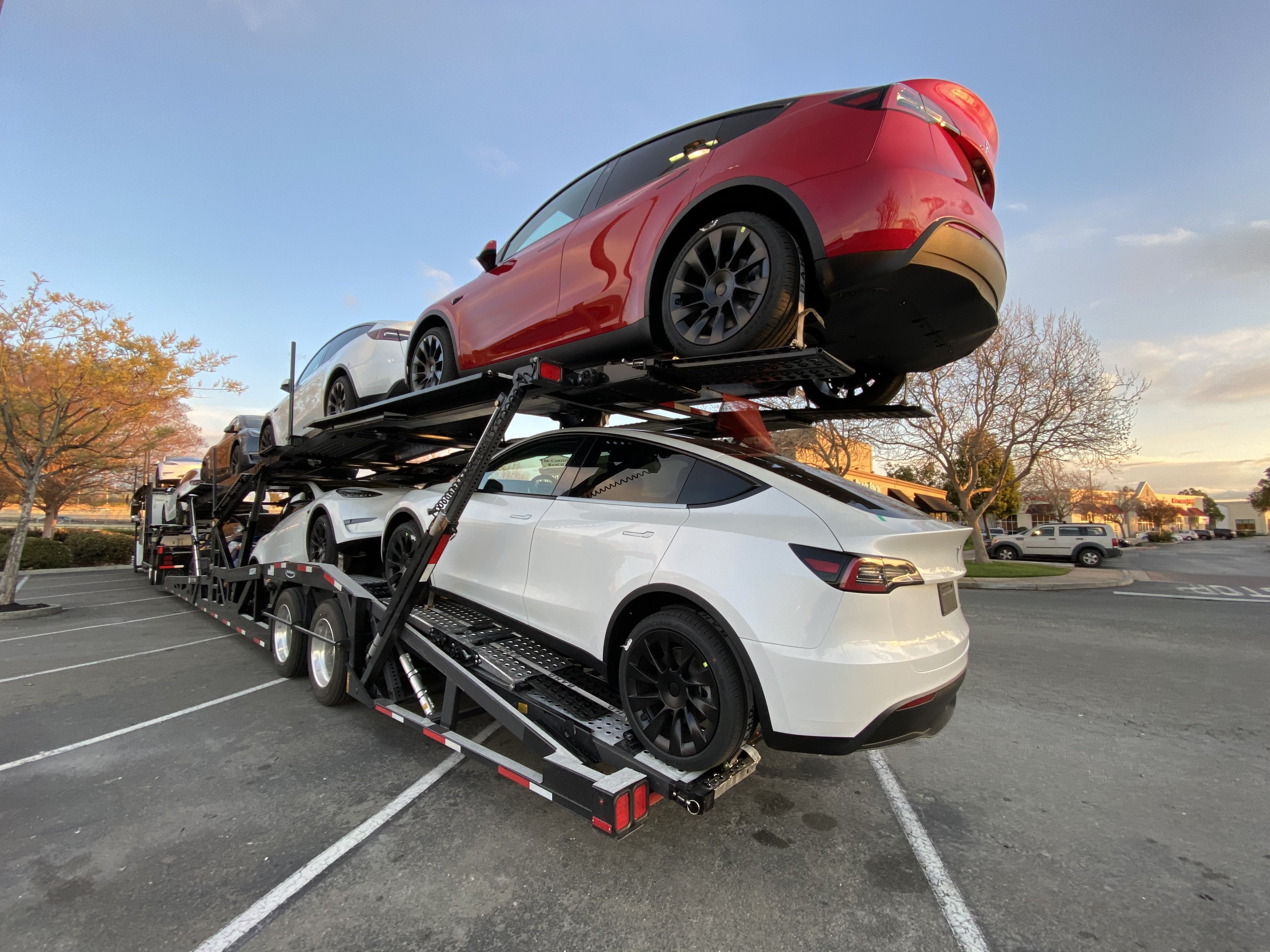 Tesla starts shipping Model Y truckloads out of the factory - Electrek