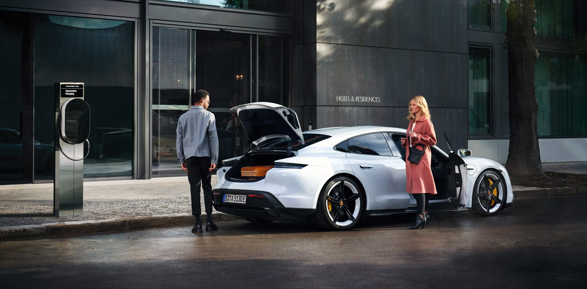 Porsche smartly copies Tesla's 'Destination Charging' model, already over 1,000 stations - Electrek