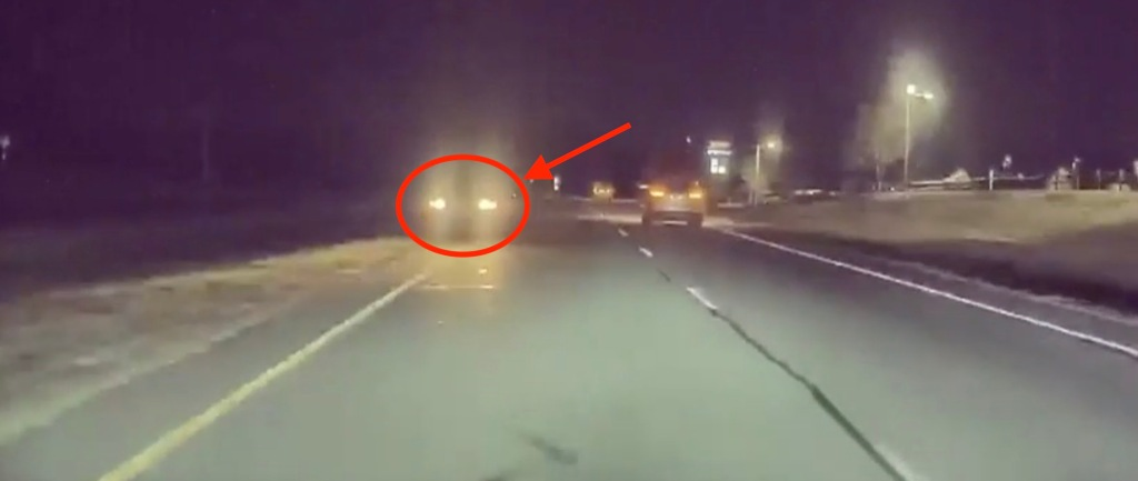 Tesla Autopilot automatically avoids head-on collision with car in wrong lane - Electrek