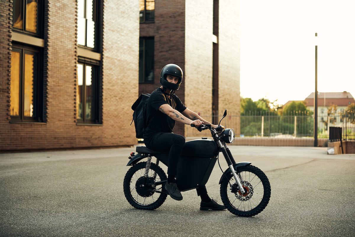 [Imagem: blacktea_moped_12.jpg]