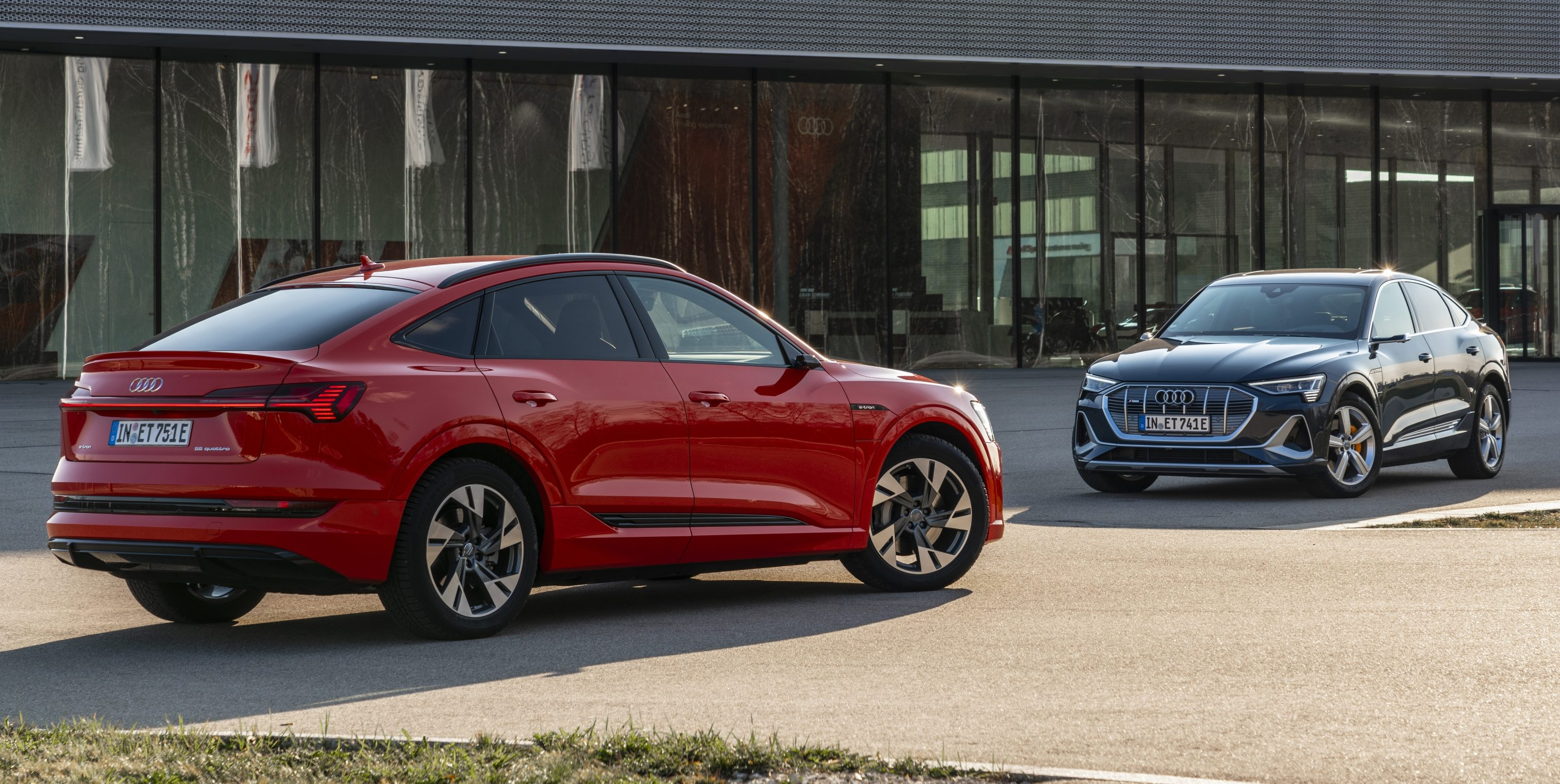 Audi E Tron 2021 Electric Suv Gets 9 000 Price Cut And 18 More Miles Of Range Electrek