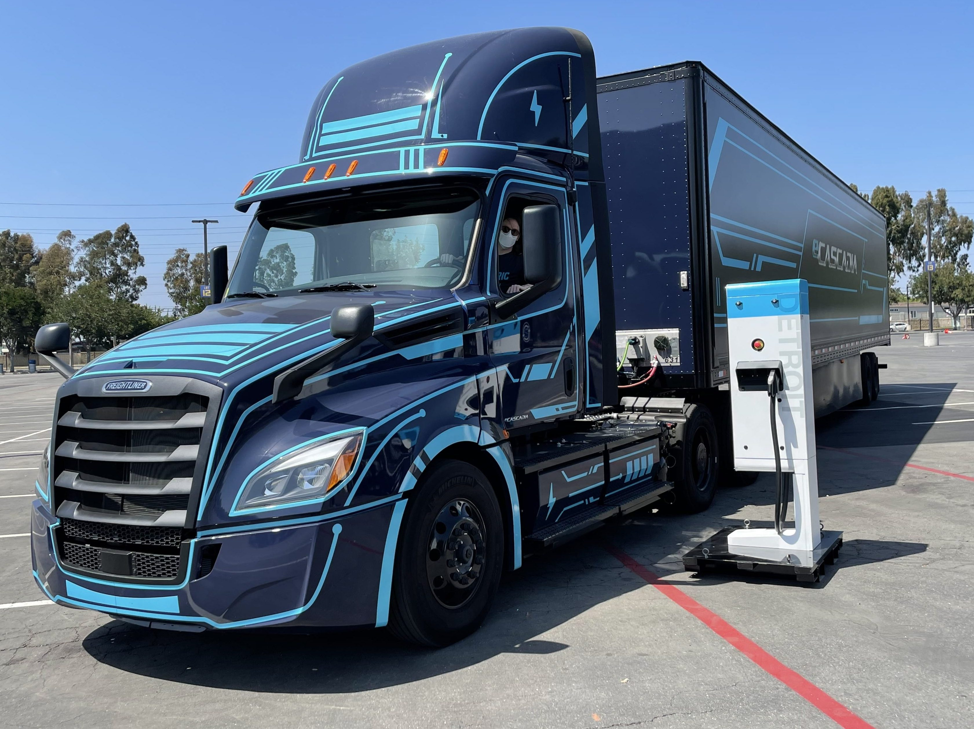 daimler freightliner ecascadia electric truck and charger