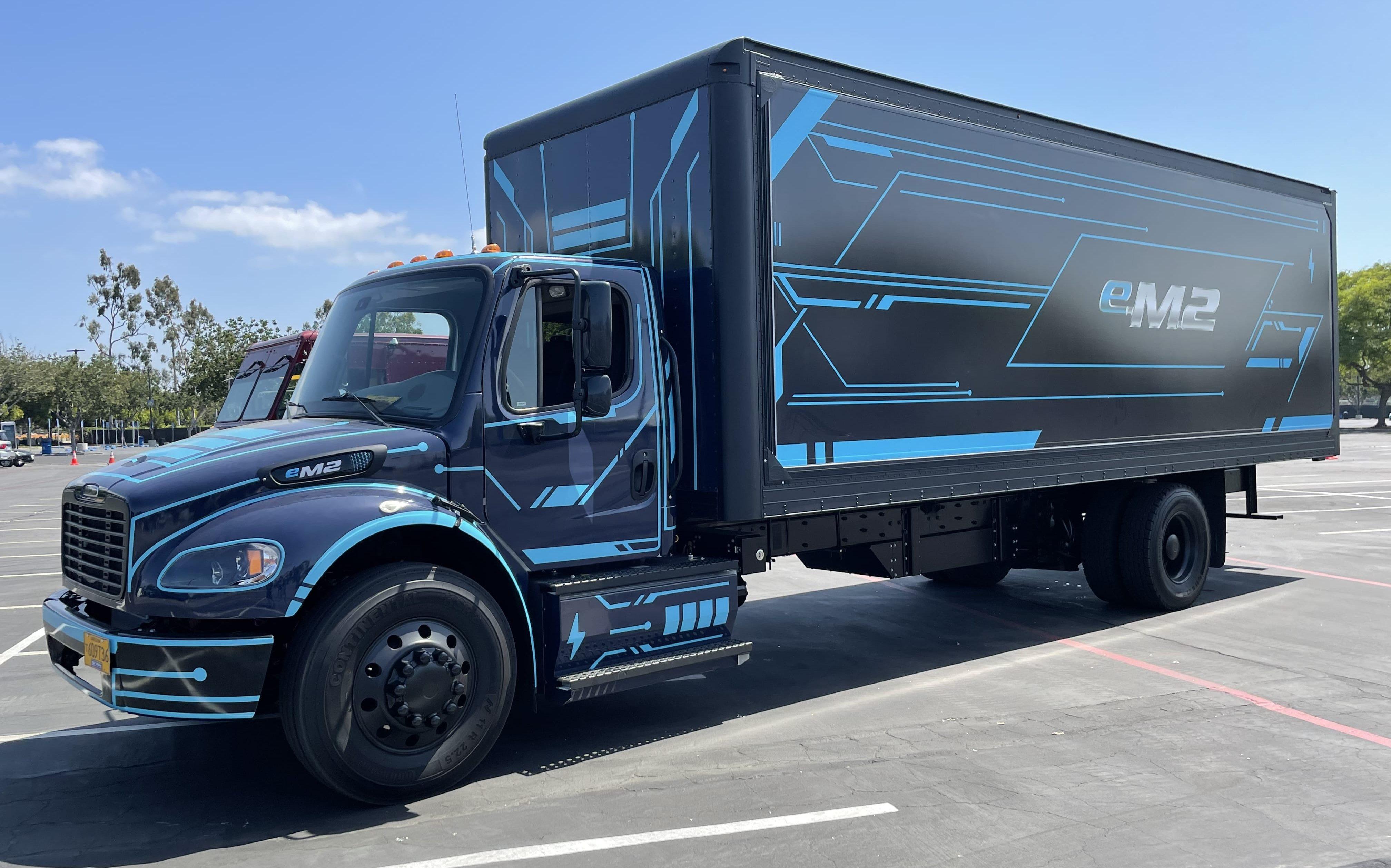 daimler em2 electric box truck